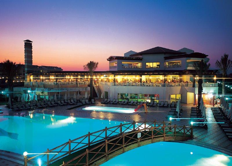 Aydinbey Famous Resort / Aydinbey Famous Resort
